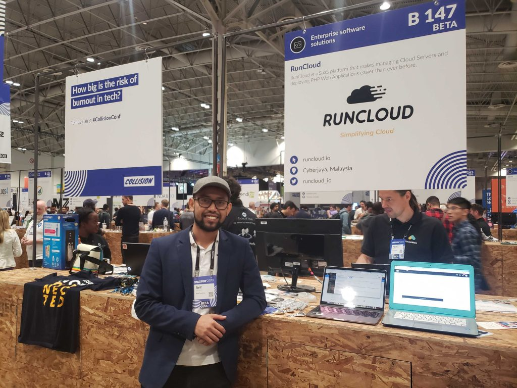 Arif Tukiman standing in front of RunCloud sign at CollisionConf 2019